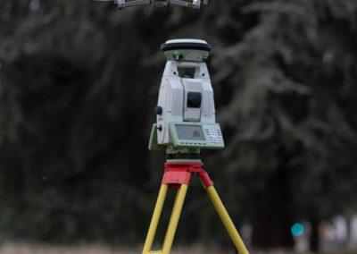 Stazione totale motorizzata di precisione con antenna GPS/GNSS e UAV per acquisizioni fotogrammetriche