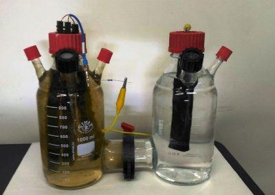 Cella bioelettrochimica a due camere per prove a scala di laboratorio di rimozione di inquinanti in acque di falda