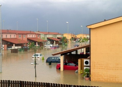"""""""Per difendersi dalle alluvioni, Movida trasversale e l'aiuto dei satelliti Sentinel"""". Intervista ai professori Daniela Molinari e Francesco Ballio"""
